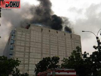 3 Orang diselamatkan dan Masih Ada 1 Orang Terjebak Di Kebakaran di Area PRJ